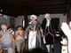 Hrabia Leopold wraz z jego ciocią przyszli zaprosić publiczność operetkowego koncertu na prelekcję do zamku