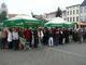 Goście na rynku w Prószkowie