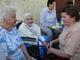 Jubilatka Maria Mrohs i jej sąsiadki