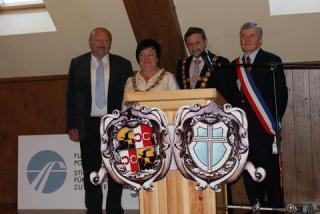 Od lewej burmistrzowie Steinberg, Prószkowa, Huenfeld in Landerneau