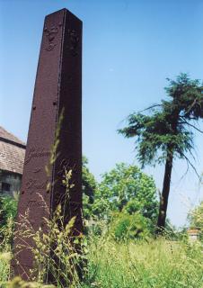 Obelisk radcy Jana Bogumiła Leopolda, organizatora i założyciela gminy protestackiej w Prószkowie.  foto: Krzysztof Duniec