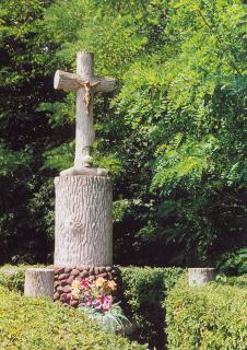 Krzyż przy stawie Nadymac  foto: Krzysztof Duniec