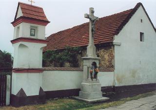 """Kaplica i krzyż """"U Klucznego""""  foto: Krzysztof Duniec"""
