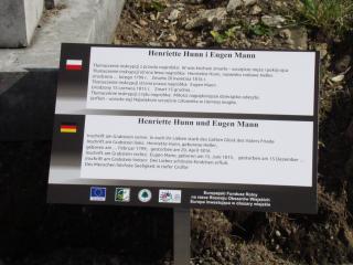 Zdjęcie tablicy na cmentarzu.png