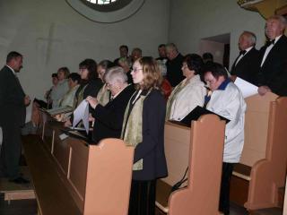 Podczas nabożeństwa w kościele Matki Boskiej Szkaplerznej w Chrząszczycach