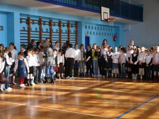 Uczniowie przed uroczystością