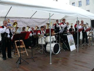 Rueckerser Dorfmusikanten na rynku w Prószkowie