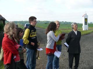 prószkowscy gimnazjaliści pod okiem wychowawcy pani Aurelii Skowrońskiej-Góźdź przygotowują się do wystepów
